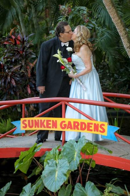 Weddingkissonbridge